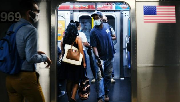 Die US-Regierung verhinderte eine bundesweite Maskenpflicht in allen öffentlichen Verkehrsmitteln. (Bild: 2020 Getty Images)