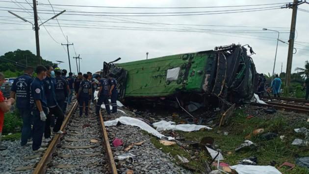 Bei dem Unglück sind mindestens 17 Menschen ums Leben gekommen. (Bild: AP)