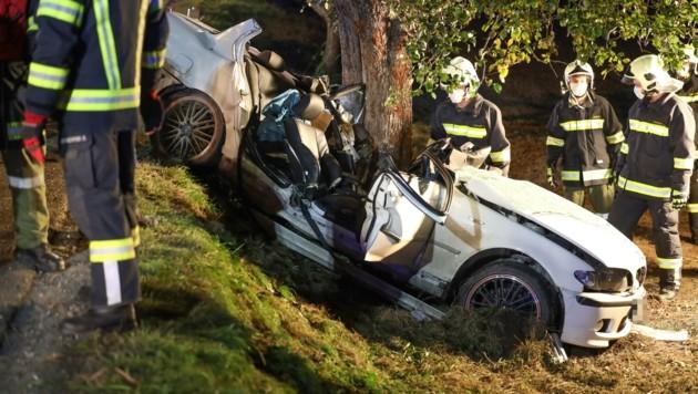 Zwei Verletzte forderte der schwere Unfall in Gaspoltshofen (Bild: Matthias Lauber)
