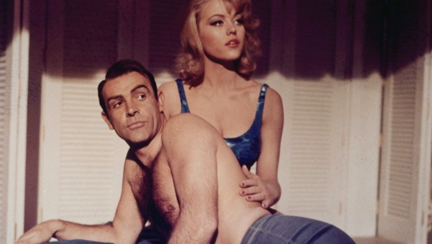 "Sean Connery und Margaret Nolan in ""Goldfinger"" (Bild: mptv / picturedesk.com)"
