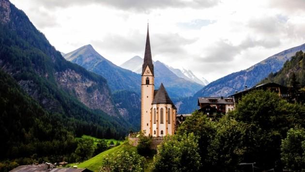 Das Gotteshaus in Heiligenblut ist das Symbol des Mölltals. Es besticht mit seiner unverkennbaren Erscheinung am Fuße des Großglockners. (Bild: Evelyn HronekKamerawerk)