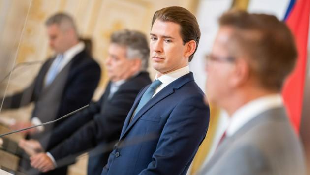 Die Regierung evaluiert die Lage in Österreich laufend - der Fokus liegt auf regionalen Maßnahmen. (Bild: APA/Georg Hochmuth)