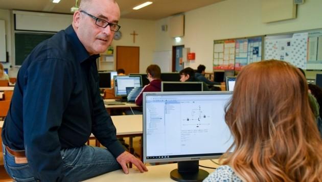 Raimund Nimmervoll unterrichtet Elektronik und Informatik (Bild: Dostal Harald)