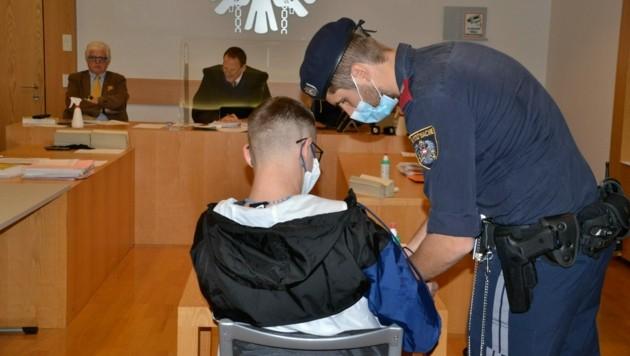 Der angeklagte 23-Jährige war voll geständig und versprach Besserung. (Bild: Heinz Weeber)