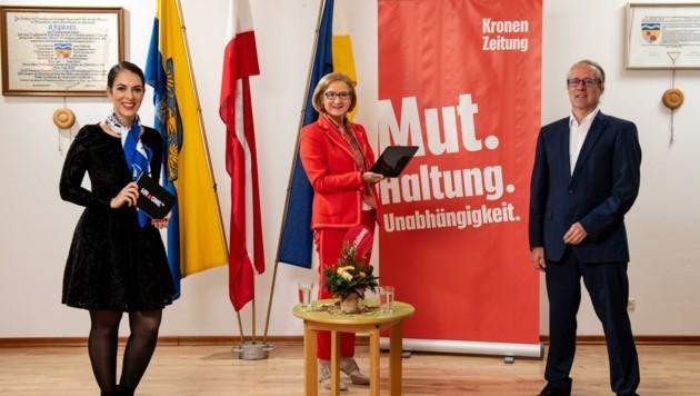 "Moderatorin Damita Pressl, Johanna Mikl-Leitner und ""Krone""-NÖ-Leiter Lukas Lusetzky (v. li.) (Bild: Imre Antal)"