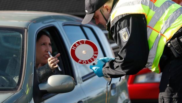 Erstmals seit April gibt es in Deutschland wieder über 5000 Neuinfektionen innerhalb eines Tages. (Bild: AP)