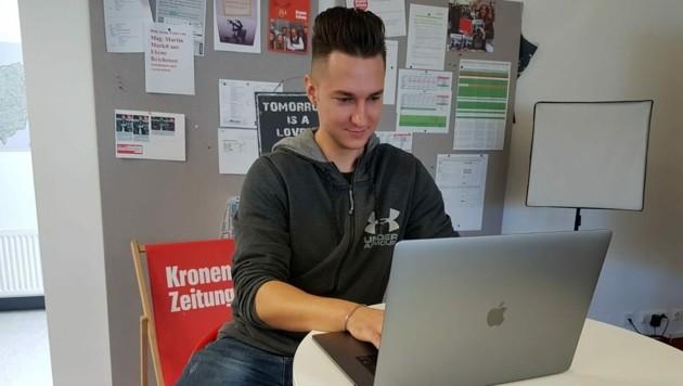 So ein MacBook wollte der Schüler haben. Er bekam aber nur ein leeres Paket. (Bild: Serina Babka)