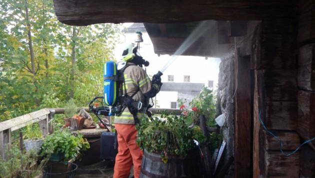 Die Freiwillige Feuerwehr Saalfelden war mit 27 Mann am Brandort (Bild: Freiwillige Feuerwehr Saalfelden)