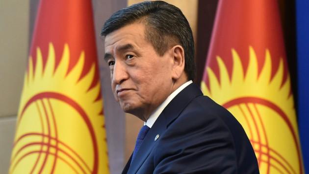 Präsident Sooronbaj Dscheenbekow tritt zurück. (Bild: AFP)