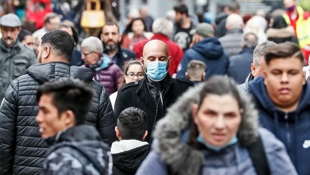 Die Corona-Krise hat Europa auch im Herbst fest im Griff. In zahlreichen Ländern wird schon wieder über die Einführung eines Lockdowns diskutiert. (Bild: AP)