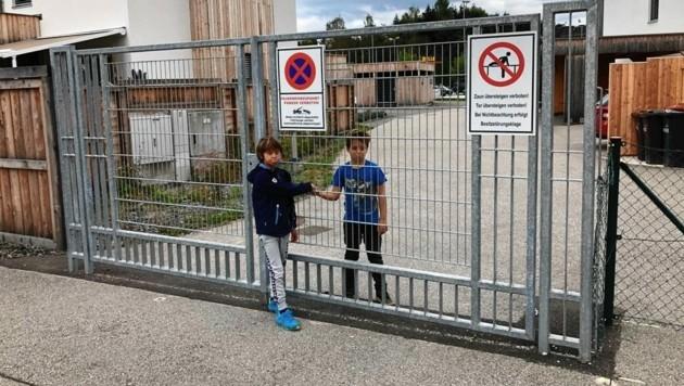 Das Tor ist verschlossen, Kinder können nicht mehr spielen. (Bild: Michaela Fertschnig)