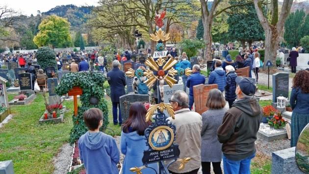 Am 1. November (Allerheiligen) findet österreichweit die Gräbersegnung statt. (Bild: Christof Birbaumer / Kronenzeitung)