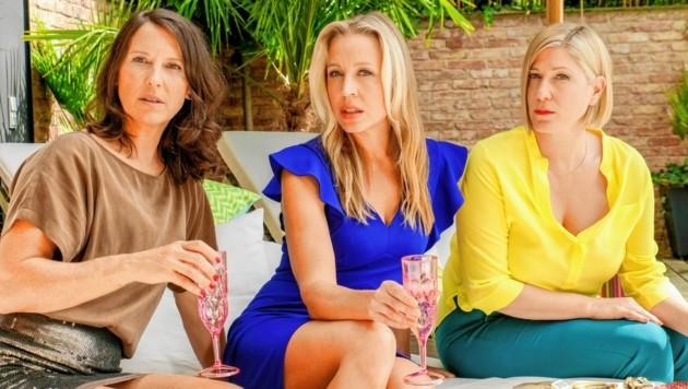 """Maria Köstlinger, Nina Proll und Ines Honsel drehen derzeit in Wien für Staffel 6 der """"Vorstadtweiber"""". (Bild: ORF)"""
