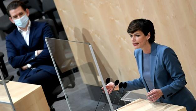 Die SPÖ von Bundesparteivorsitzende Pamela Rendi-Wagner ist nach der Wien-Wahl offenbar im Aufwind. Auch die Kanzlerpartei hat bundesweit zugelegt. (Bild: APA/ROLAND SCHLAGER)