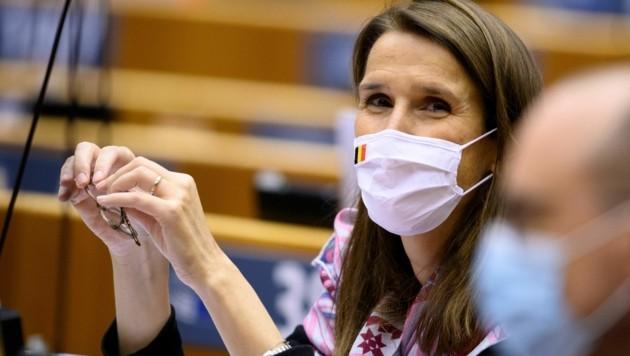 Die belgische Außenministerin Sophie Wilmes am 2. Oktober bei einer Sitzung im EU-Parlament in Brüssel (Bild: AFP)