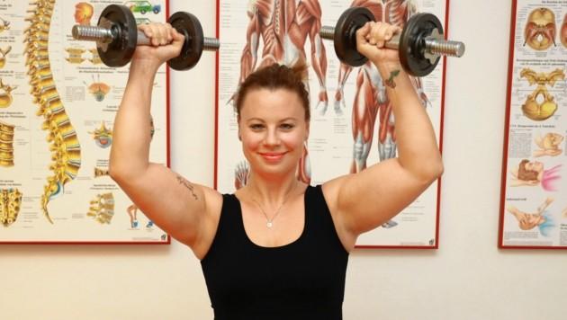 """Powerfrau Katharina Straßer beim Work-out - am Freitag ist sie an der Seite ihres Mannes Thomas Stipsits in der Komödie """"Love Machine"""" (20.15, ORF 1) zu sehen. (Bild: Zwefo)"""
