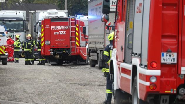Ein Großaufgebot an Einsatzkräften konnte dem Verunglückten leider nicht mehr helfen (Bild: laumat.at/Matthias Lauber)
