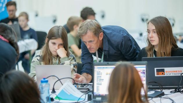 Ein Programmierevent des Coding-Vereins CoderDojo Steyr: Auch Mädchen sind Zielgruppe! (Bild: derBOTAGRAPH.com)
