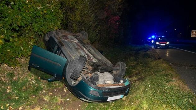 Der Lenker des Wagens wurde erheblich verletzt. (Bild: Zeitungsfoto.at/Team)