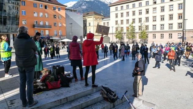 Rund eine Stunde dauerte die Demo, zu der rund hundert Personen kamen. (Bild: LIEBL Daniel   zeitungsfoto.at)