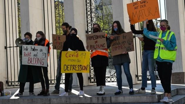 Initiiert wurde die kurzfristige Demonstration von den Schülerinnen und Schülern des Musikgymnasiums in Innsbruck. (Bild: LIEBL Daniel | zeitungsfoto.at)