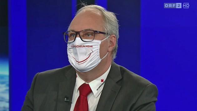Wegen der Schutzmaske Foitiks sah sich Moderator Armin Wolf gezwungen, sich bei den Zusehern für seine fehlende Maske zu entschuldigen. (Bild: tvthek.orf.at)