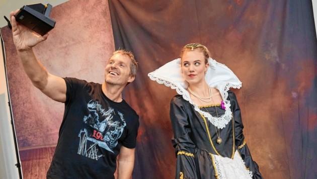 Manfred Baumann mit Larissa Marolt beim Shooting bei BMW Wien-Heiligenstadt (Bild: Starpix/Alexander TUMA)