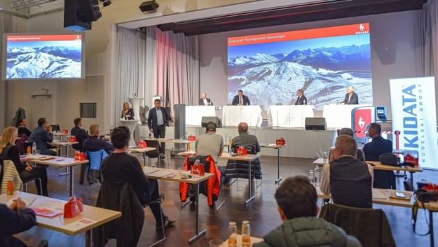 Laut dem KitzSki-Vorstandsvorsitzenden Anton Bodner sollen alle Gäste die hervorragenden Skimöglichkeiten in Kitzbühel auch in Zeiten von Corona sicher und unbeschwert genießen können. (Bild: Hubert Berger)
