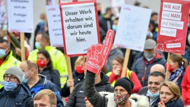Die Entschlossenheit war vergangenen Donnerstag bei der Protestkundgebung spürbar. (Bild: Harald Dostal)