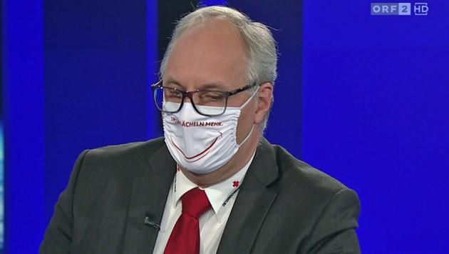Bundesrettungskommandant Gerry Foitik beharrte im ORF-Interview auf seine Schutzmaske. (Bild: tvthek.orf.at)
