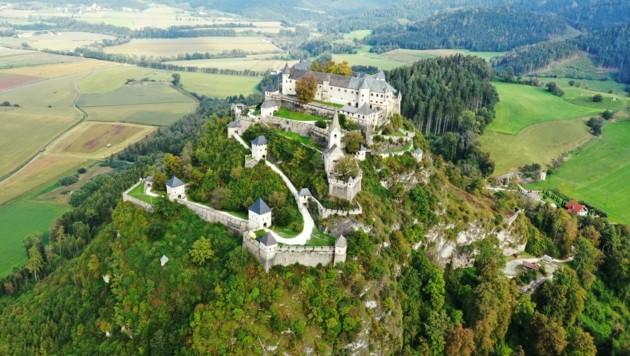 Die mittelalterliche Burg Hochosterwitz gilt als eines der Wahrzeichen von Kärnten. Sie thront mit ihren 14 Toren zwischen Zoll- und Krappfeld. (Bild: Hronek Eveline)