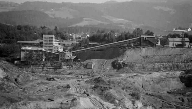 Früher wurde am Areal des Pibersteiner Sees Bergbau betrieben. Links zu sehen ist das Kohlewäsche-Gebäude (Bild: zVg)