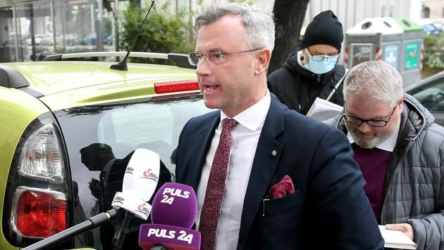 FPÖ-Chef Norbert Hofer richtet seine Partei nun neu aus, ohne dass dafür Köpfe rollen müssen. (Bild: APA/ROLAND SCHLAGER)