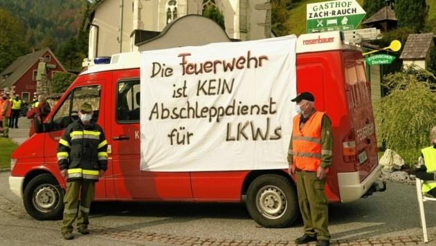 In Salla wehrte sich die Feuerwehr gegen die unzähligen Einsätze mit hängengebliebenen Lkw am Gaberl. (Bild: Sepp Pail)