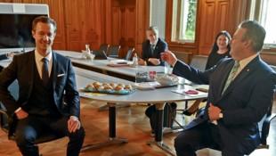 Bürgermeister Michael Ludwig empfing den ÖVP-Spitzenkandidaten Gernot Blümel als letzten Gesprächspartner im Zuge der Sondierungen nach der Wien-Wahl. (Bild: APA/HERBERT NEUBAUER)