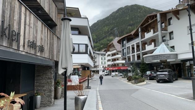 Bleiben die Ischgler Straßen im Winter ähnlich leer wie hier im April, wird das gesamte Tal die Auswirkungen spüren. (Bild: Birbaumer Christof)