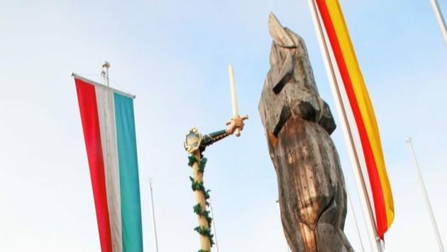 Die Freyung zeigt eine Hand mit Schwert: Symbol des Ursulamarktes. (Bild: Kronenzeitung)