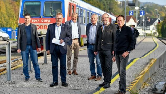 Von links nach rechts: Thomas Eichlberger (Betriebsrat Firma Schachermayer), Klaus Falkinger (VP, Kleinzell/Mkr.), Wolfgang Schirz (VP, St.Martin/Mkr.), Franz Füreder (VP, Ottensheim), Gerald Schimböck (VP, Puchenau), Robert Struger (ehem. ÖBB Regionalmanager für OÖ). (Bild: Dostal Harald)