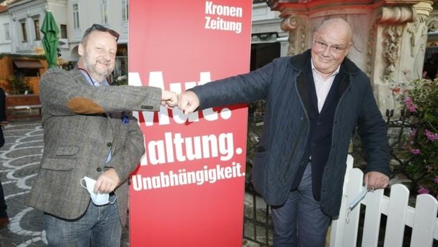 """Kollegen unter sich: Schauspieler und Winzer Martin Weinek (links) gemeinsam mit """"Trautmann""""-Darsteller Wolfgang Böck. (Bild: Holl Reinhard)"""