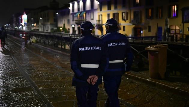 Das nächtliche Ausgangsverbot wird von der Polizei kontrolliert. (Bild: AFP)