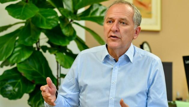 """""""Die aktuellen Entwicklungen beschäftigen uns intensiv, die Unsicherheit wächst einfach"""", sagt AMS-OÖ-Chef Straßer. (Bild: Harald Dostal)"""