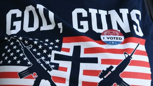 """Gott, Gewehre und Christentum: Trump-Fanatiker können in """"Gottes eigenem Land"""" dies alles miteinander verbinden. (Bild: AFP)"""