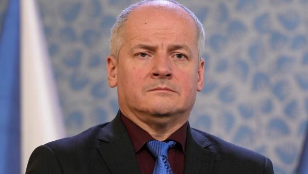 Obwohl ihm Premier Andrej Babis bereits mit dem Rausschmiss gedroht hat, weigert sich der tschechische Gesundheitsminister Roman Prymula zurückzutreten. (Bild: AP)