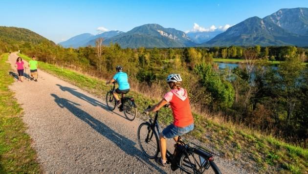 Der Drauradweg im Rosental bietet spektakuläre Aussichten auf die Karawanken, die Drau und den Sattnitzzug - einfach zum Genießen! (Bild: Franz GERDL)