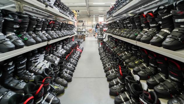 Auch bei Ski-Ausrüstung bietet City Outlet eine große Auswahl.. (Bild: Markus Wenzel)