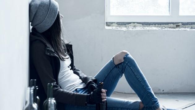 Mit Alkohol hat die 12-jährige Lena vor rund einem Jahr angefangen (Symbolfoto). (Bild: Andrii Starunskyi)