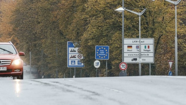 Gähnende Leere herrschte am Samstagvormittag am Übergang Richtung Freilassing. (Bild: Tschepp Markus)
