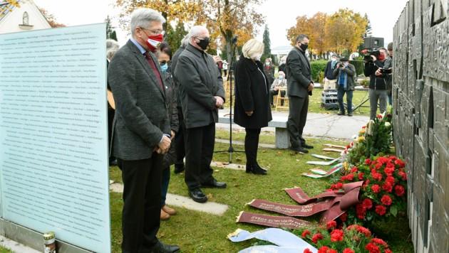 Gedenkfeier zum Nationalfeiertag in Klagenfurt: LH Peter Kaiser, Bgm. Maria-Luise Mathiaschitz, Alexander Petritz (Bild: LPD/Fritz-Press)