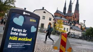 """""""Die Gefahr ist noch nicht vorbei"""", warnen die Mülleimer in Schwedens viertgrößter Stadt Uppsala. (Bild: AP/TT News Agency/Claudio Bresciani)"""