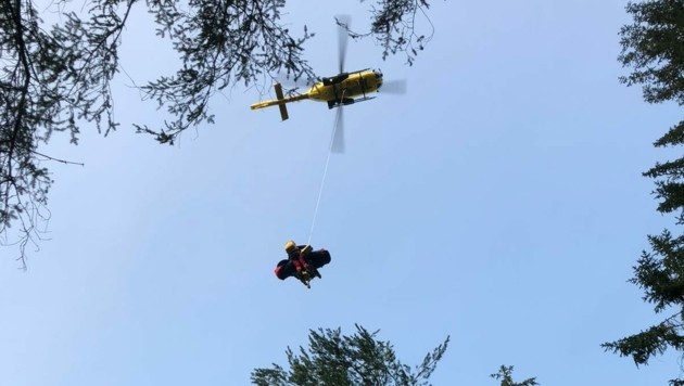 Der Mann wurde mit dem Hubschrauber ins Krankenhaus geflogen. (Bild: Bergrettung Voitsberg)